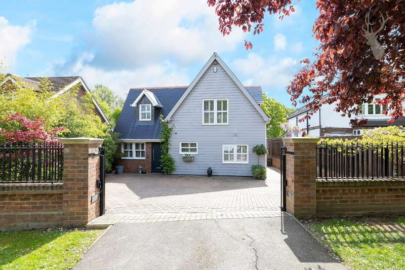 4 Bedrooms Detached House for sale in Forest Drive, Theydon Bois, Epping, Essex