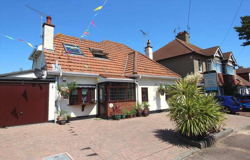 3 Bedrooms Detached House for sale in Highlands Estate, Leigh on Sea