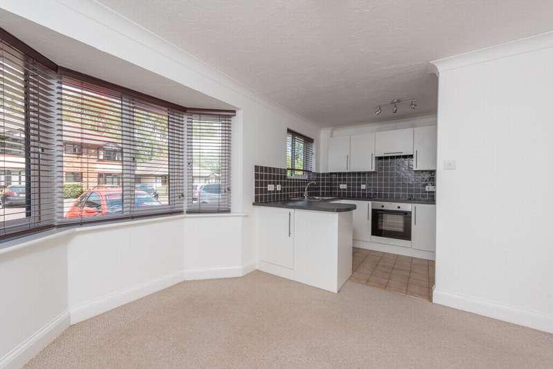 2 Bedrooms Apartment Flat for rent in Waterside Court, Fleet, GU51