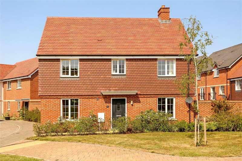 4 Bedrooms Detached House for sale in Edmonton Way, Liphook, Hampshire, GU30