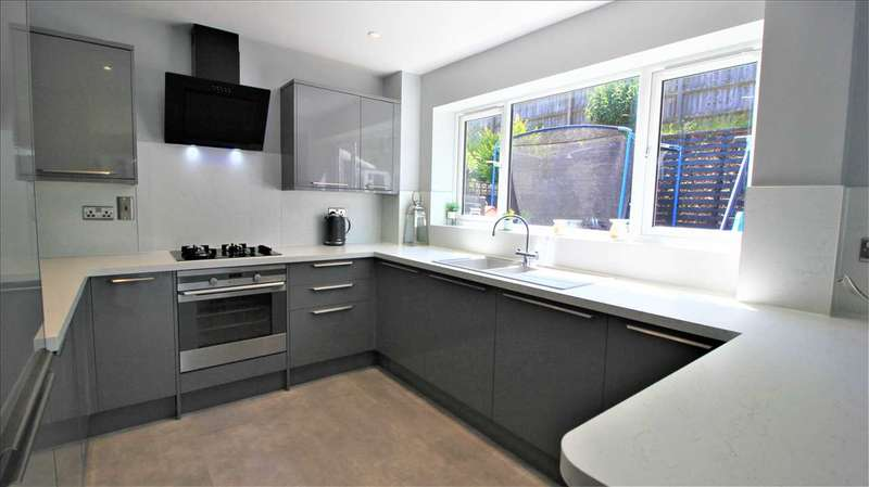 3 Bedrooms Terraced House for sale in Jamestown Close, Dovercourt, Harwich