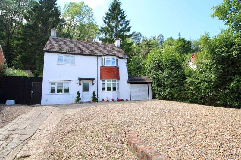3 Bedrooms Property for sale in STAFFORD ROAD, CATERHAM VALLEY