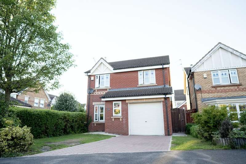 3 Bedrooms Detached House for sale in Coniston Drive, Doncaster, West Yorkshire, DN4