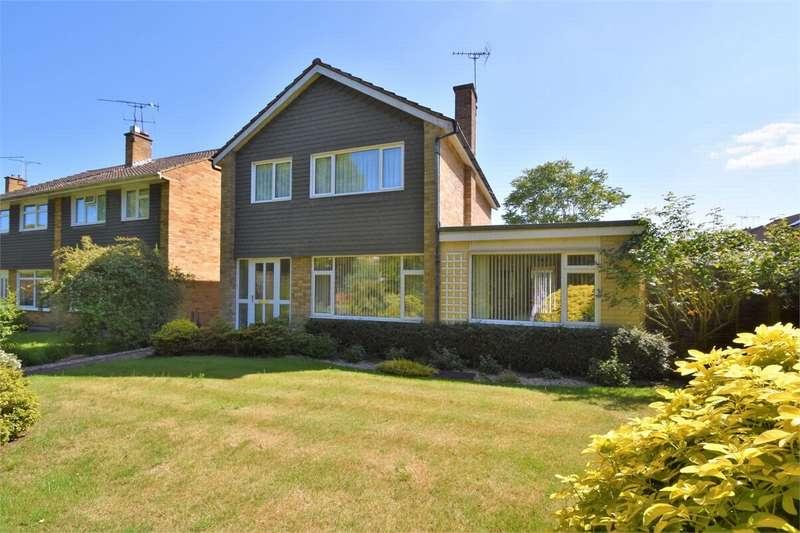 4 Bedrooms Detached House for sale in Kepple Place, BAGSHOT, Surrey