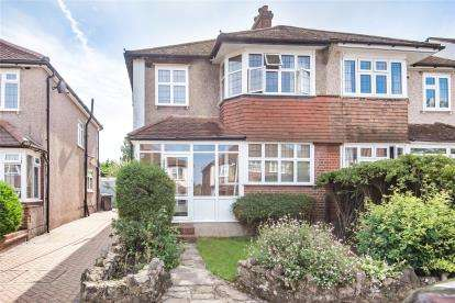 3 Bedrooms Semi Detached House for sale in Bramley Way, West Wickham
