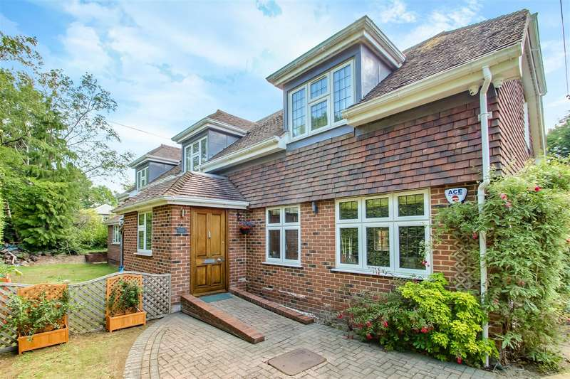 4 Bedrooms Detached House for sale in Brassey Road, Oxted
