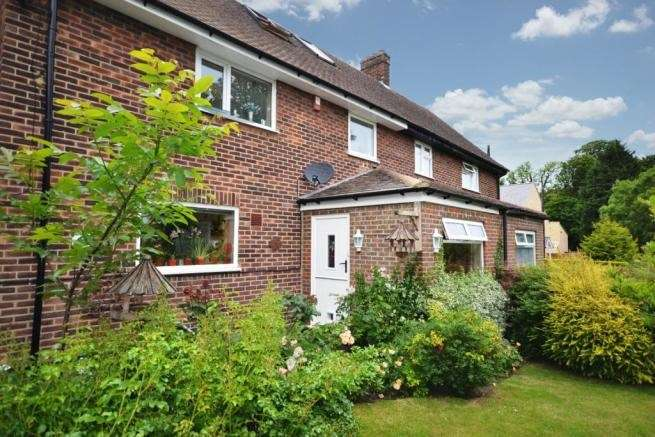 4 Bedrooms Semi Detached House for sale in Layhams Road, West Wickham, BR4