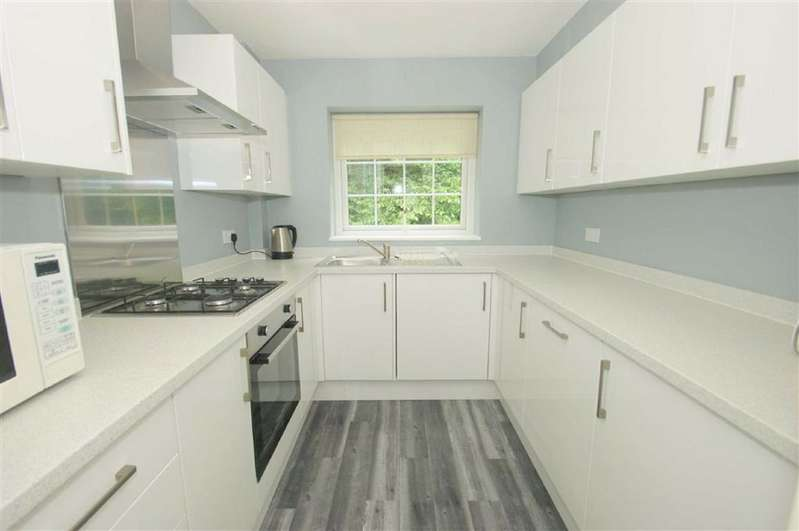 2 Bedrooms Flat for rent in The Court, LS17