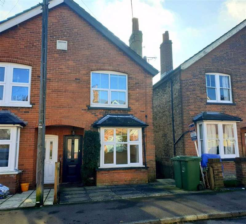 3 Bedrooms Semi Detached House for rent in Donnington Road, Dunton Green, TN13