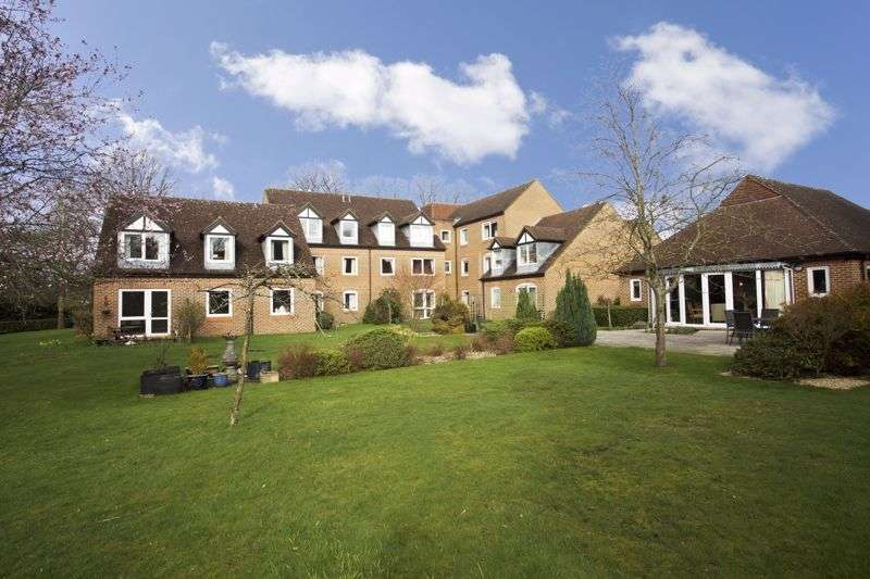 2 Bedrooms Property for sale in McKernan Court, Sandhurst, GU47 8HH
