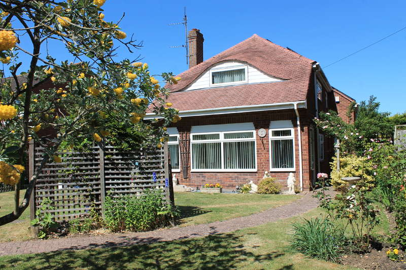 3 Bedrooms Detached House for sale in CHURCHDOWN, GL3