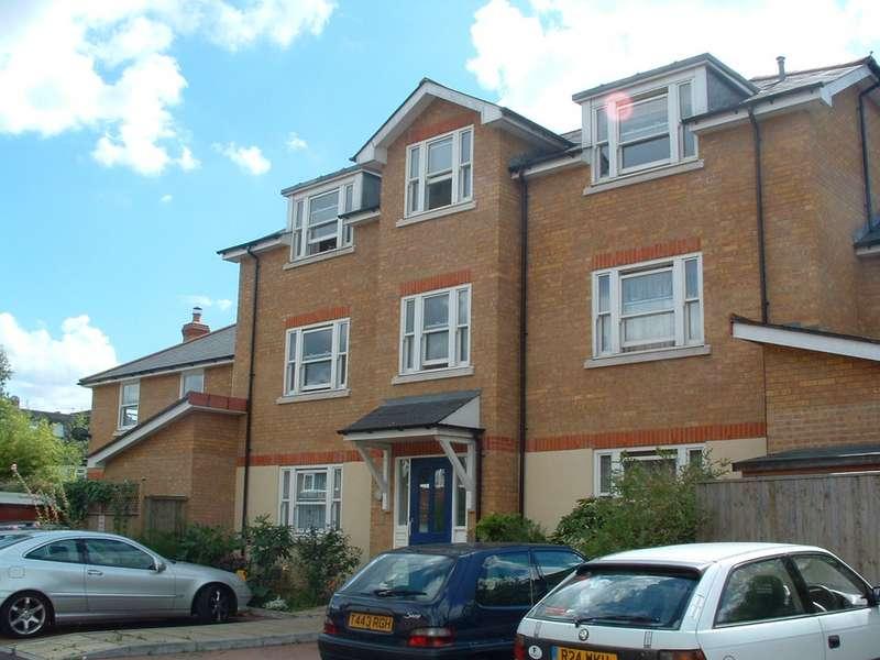 1 Bedroom Semi Detached House for rent in Rowntree Road, Twickenham TW2