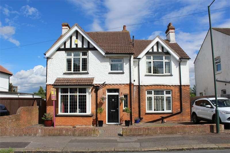 4 Bedrooms Detached House for sale in Century Road, RAINHAM, Kent