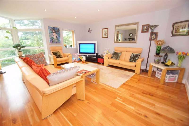 3 Bedrooms Apartment Flat for rent in Foxwood, West Avenue, LS8