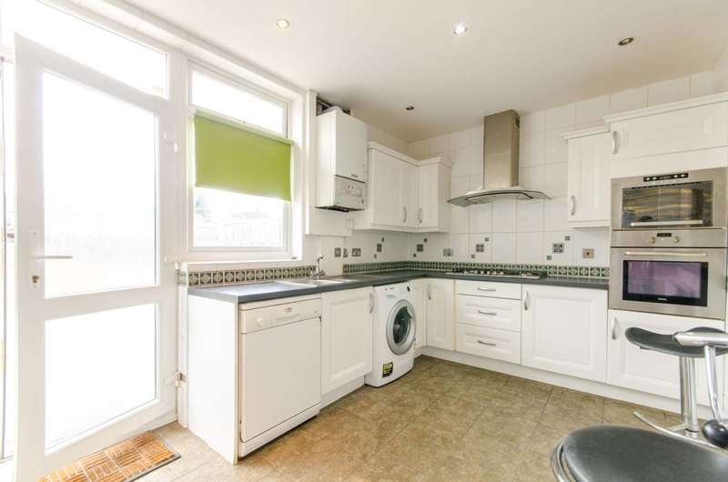 4 Bedrooms Terraced House for rent in Westward Road, Chingford, E4