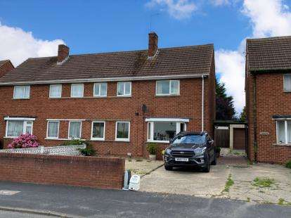 3 Bedrooms Semi Detached House for sale in York Road, Gloucester, Gloucestershire