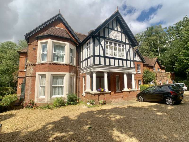 2 Bedrooms Flat for sale in Giddylake, Wimborne, BH21 2QT