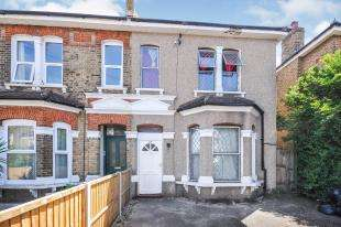 4 Bedrooms Semi Detached House for sale in Perry Hill, London