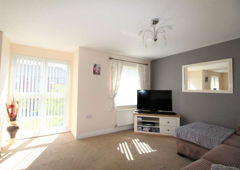 2 Bedrooms Apartment Flat for sale in Dale Square, Havant, Hampshire, PO9