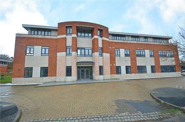 2 Bedrooms Apartment Flat for sale in Spinnaker House, Lime Tree Way, Hampshire Int Business