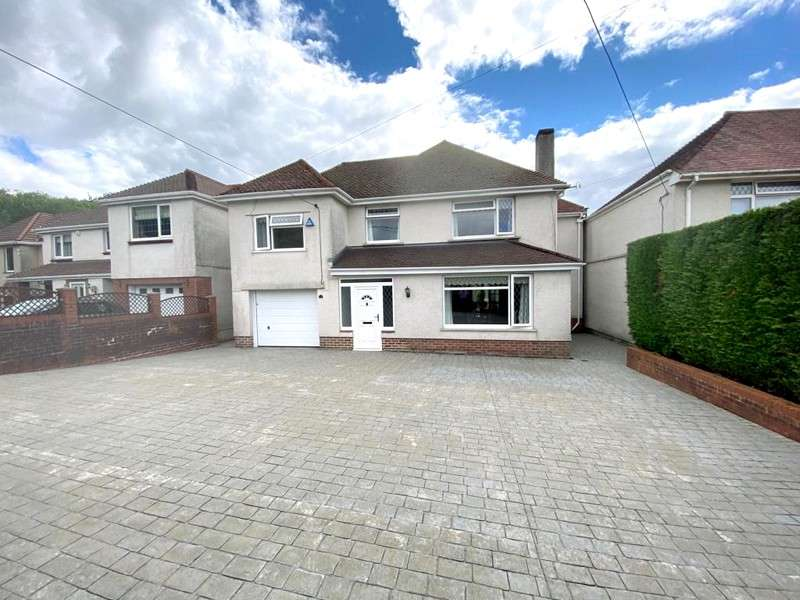 5 Bedrooms Detached House for sale in Gilfach Road, Neath, Neath Port Talbot. SA10 8EH
