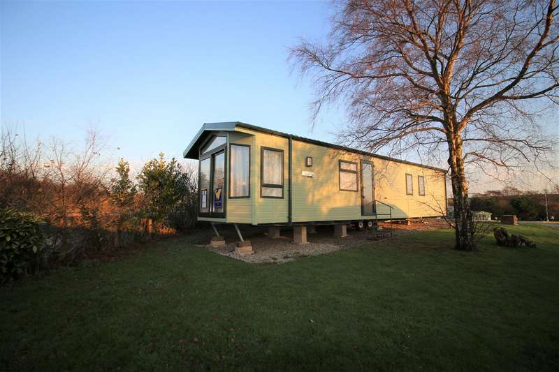 2 Bedrooms Bungalow for sale in New Holiday Park Home, Hala, Lancaster
