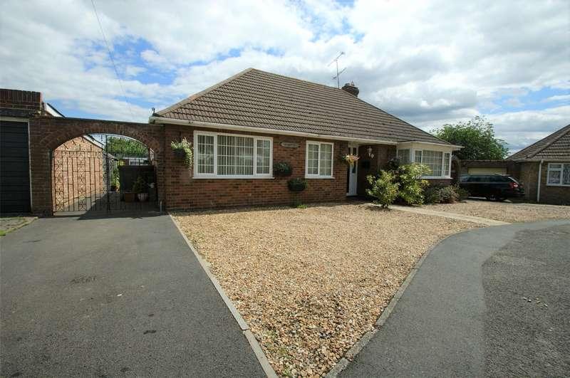 3 Bedrooms Detached Bungalow for sale in Eversley Road, Arborfield Cross, Reading, Berkshire, RG2