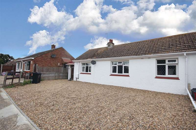 2 Bedrooms Bungalow for sale in Greenway Close, Great Clacton