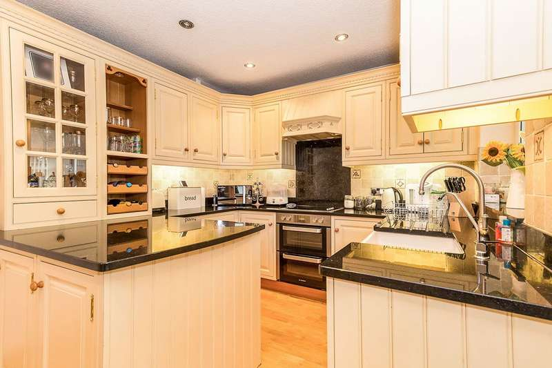 3 Bedrooms Semi Detached House for sale in Lowther Crescent, Leyland, Lancashire, PR26