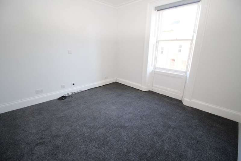 3 Bedrooms Property for rent in Baltic Street, Montrose, DD10