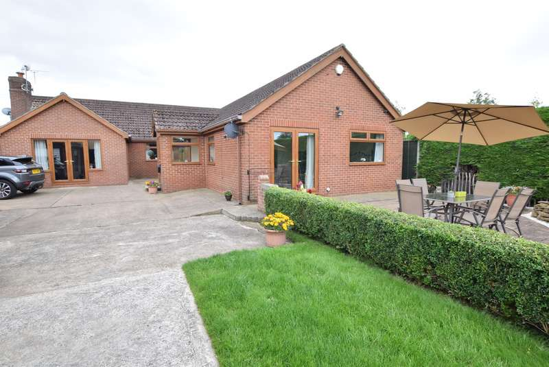 5 Bedrooms Detached Bungalow for sale in Crathes, Lodge Lane, Flixborough, Scunthorpe, DN15 8RW
