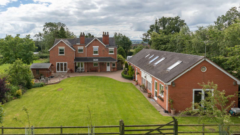 5 Bedrooms Detached House for sale in Old Marston Lane, Doveridge