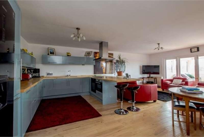 4 Bedrooms Flat for sale in Navigation Way, Preston, Lancashire, PR2