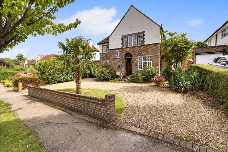 3 Bedrooms Property for sale in Burgh Wood, Banstead. SM7 1EW