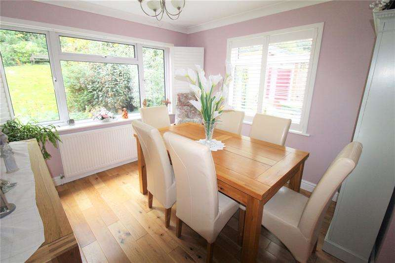 3 Bedrooms Bungalow for sale in Elm Drive, Rayleigh, Essex, SS6