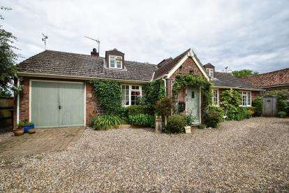 5 Bedrooms Bungalow for sale in Great Bircham, Kings Lynn, Norfolk