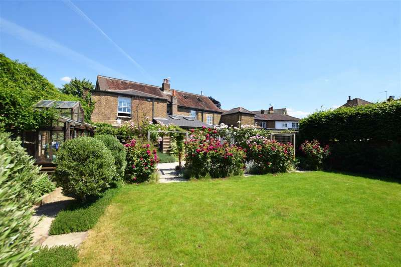 4 Bedrooms End Of Terrace House for sale in Green Street, Sunbury-On-Thames