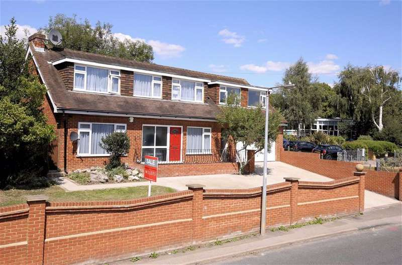 5 Bedrooms Detached House for sale in Ivy Chimneys, Epping, Essex