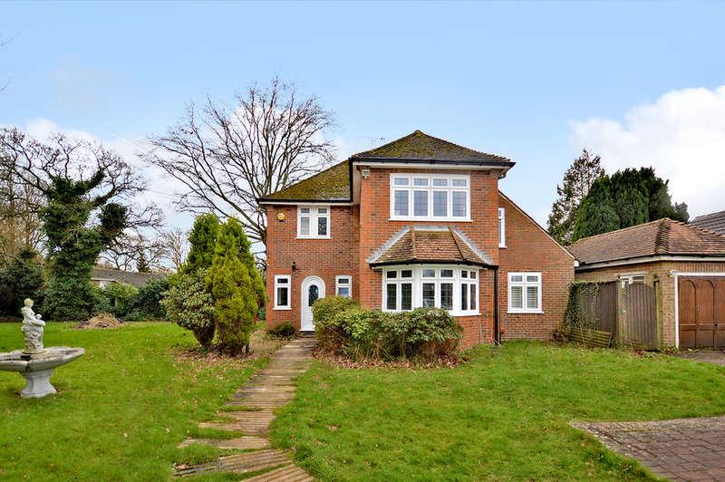 3 Bedrooms Detached House for sale in Canterbury Road, Hawkinge, Folkestone