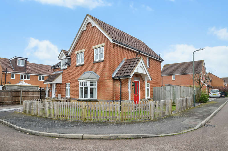 3 Bedrooms Semi Detached House for sale in Stratford Drive, Maidstone
