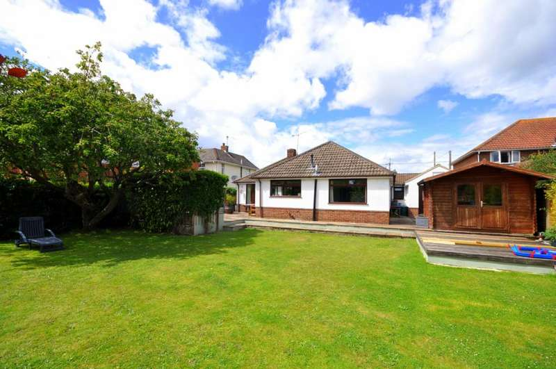 5 Bedrooms Detached Bungalow for sale in Hightown Road, Ringwood, BH24 1NP