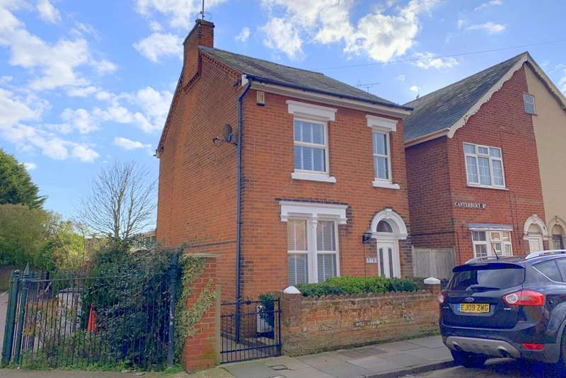 3 Bedrooms Detached House for sale in Canterbury Road, New Town, Colchester