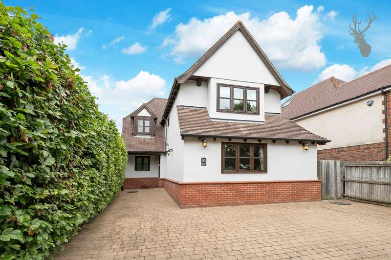 5 Bedrooms Detached House for sale in Hemnall Street, Epping