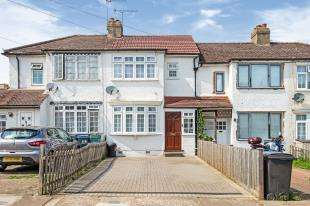 2 Bedrooms Terraced House for sale in Rollesby Road, Chessington, Surrey