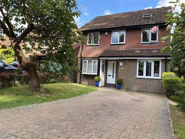 5 Bedrooms Detached House for sale in Spring Gardens, Copthorne, Crawley, West Sussex, RH10 3RS