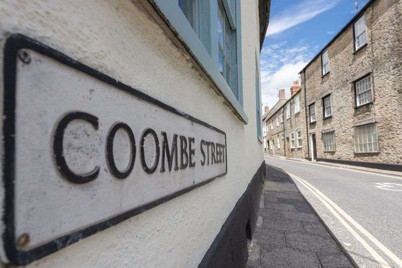 10 Bedrooms Property for sale in Coombe Street, Bruton