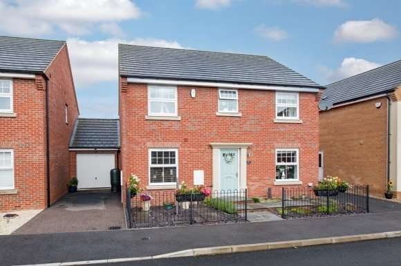 4 Bedrooms Detached House for sale in Clarendon Close, Little Stanion, Corby