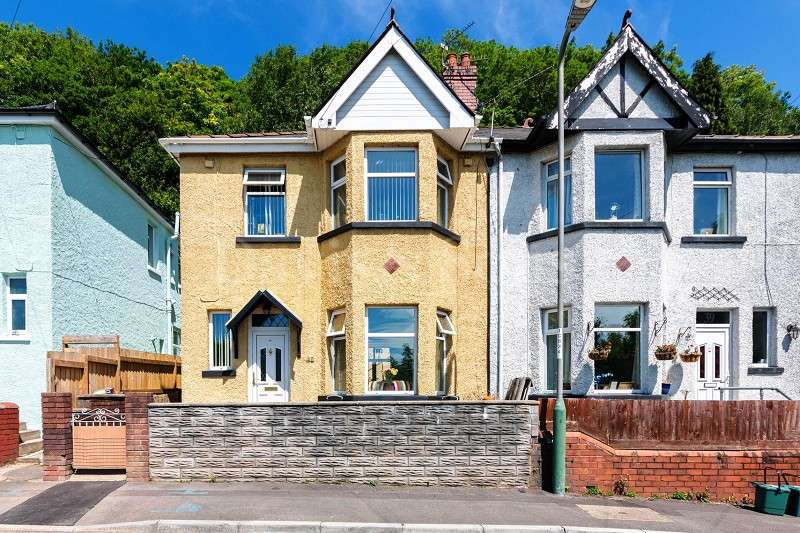 3 Bedrooms Semi Detached House for sale in Herbert Avenue, Risca, Newport. NP11