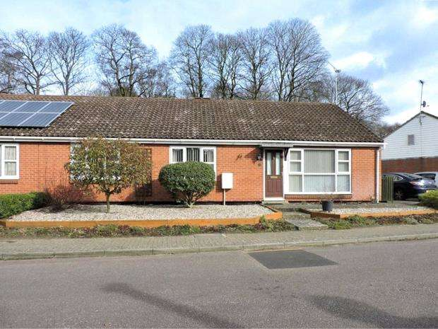 3 Bedrooms Semi Detached Bungalow for sale in Easton Road, Sutton Heath, Woodbridge