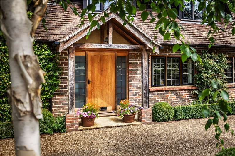 5 Bedrooms Detached House for sale in Quarry Road, Oxted, Surrey, RH8